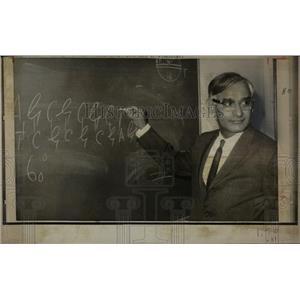 1970 Press Photo Nobel Prize Dr. Har Gobind Khorana