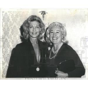 1974 Press Photo Actress Lauren Bacall Lucia Perrigo - RSC98675
