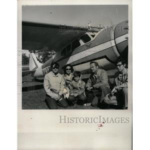 1973 Press Photo Brown Family Fly In Crystal River