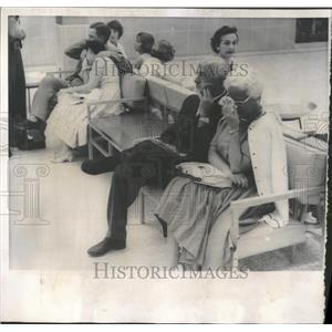 1960 Press Photo Grief-stricken Couples React To Crash - RRY01245
