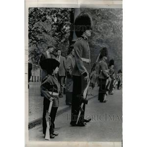 1965 Press Photo Henry Clinton Davis London Buckingham - RRX72049