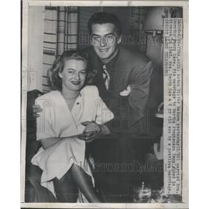 1950 Press Photo Actor Victor Mature & Wife Dorothy Berry Hollywood Couple Film