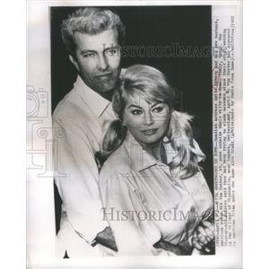 1963 Press Photo Actress Eckberg With New Husband Von Nutter Outside Rome Villa