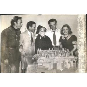 "1938 Press Photo May Roason ""Grand Old Lady"" celebrating her 73 birthday on set"