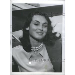 1954 Press Photo Actress Paola Mori Has Smile For Photographer Arrive In Rome