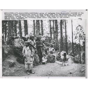 1957 Press Photo A Group of Refuges Kasmir Pakistan - RRX81965