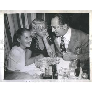 1945 Press Photo Diana Lewis with husband William Powell and Janet Tomas at dinn