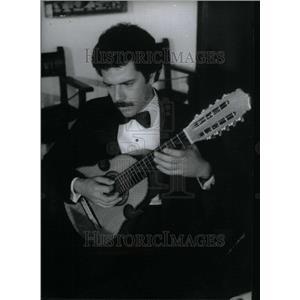 1983 Press Photo Los Artistas Jose Gonzalez Classic - RRU34313