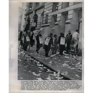 1962 Press Photo Teachers Picket Stuyvesant High School - RRU38783