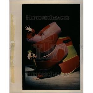1992 Press Photo Fred Garbo Garver Juggler Inflatable - RRU44371