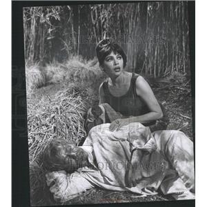 1962 Press Photo Leslie Caron Opatoshu Guns Darkness