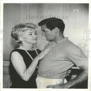 1961 Press Photo Nina Foch and Rod Taylor Guest Star