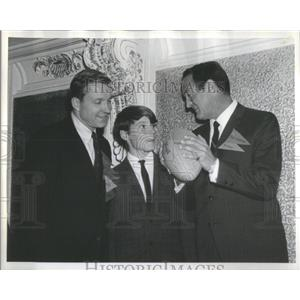 1966 Press Photo Charles Percy Chicago Bear Football Sherman House Sportsman