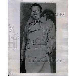 1954 Press Photo Russ Hudges Announcing Fligh Hazards - RRX26337