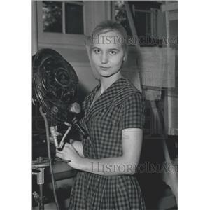 """1960 Press Photo Young Starlet,Marie Donneaud """"La Peau Etb Les Os"""""""