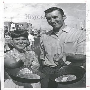 1963 Press Photo Mrs.Lay Wins Trip to Disneyland