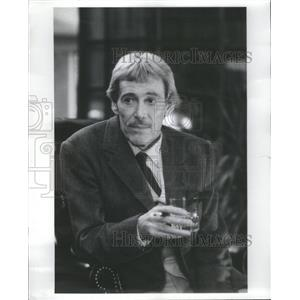 "1986 Press Photo Peter O'Toole Faces a Date with Dead Lover in ""Banshee."""