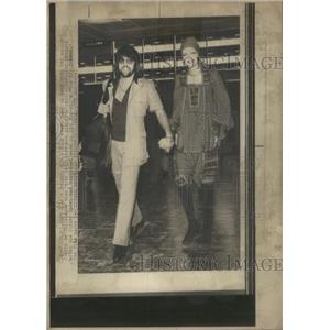 1971 Press Photo Twiggy ,model,actress,leaving London - RSC84811
