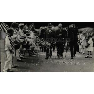 1926 Press Photo Memorial Day Parade Children Flags - RRW77101