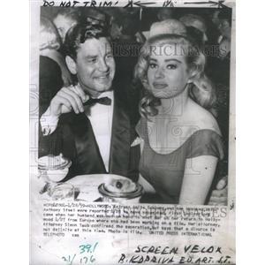 1959 Press Photo Anita Eckberg And Anthony Steel At Dinner - RSC61477
