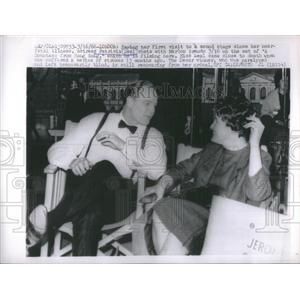 1966 Press Photo actress Patricia Neal chats Marlon Brando Countess Hong Kong