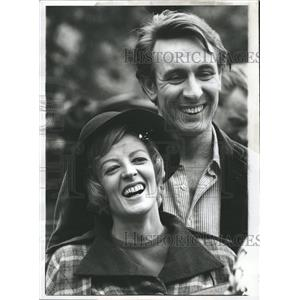 1969 Press Photo Mr. and Mrs. Robert Stephens On Set - RRW28459