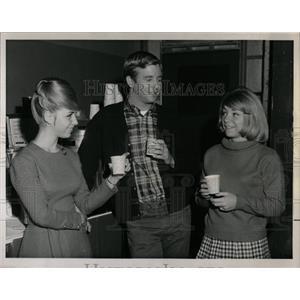 1964 Press Photo Mr Novak Series Filming Actors Break - RRW07945