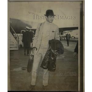 1966 Press Photo London Actor George Hamilton Escort - RRW12187