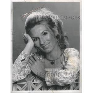 1975 Press Photo Cloris Leachman American Stage, Film and TV Actress.