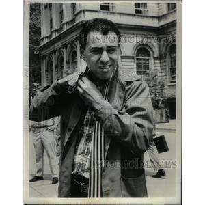 1966 Press Photo Actor Alan Arkin - RRX58651