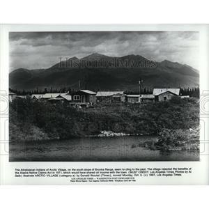1987 Press Photo Arctic Village Brooks Range Alaska