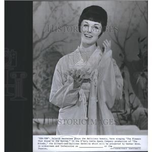 1967 Press Photo Valerie Masterson Stars In The Mikado - RSC80079