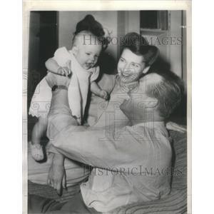 1944 Press Photo Bert DeWayne Morris Daughter Patricia Ann - RSC82583
