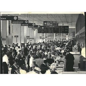 1966 Press Photo Travelers Ticket Counters O'Hare - RRV44759