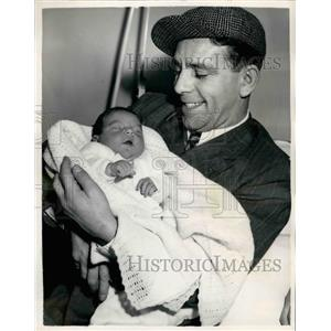 1954 Press Photo Actor Norman Wisdom Sees His Baby Daughter - KSB21659