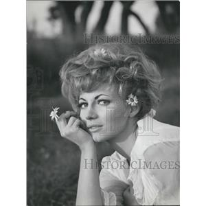 1965 Press Photo Actress Lucretia Love Portrait Wearing White Flowers