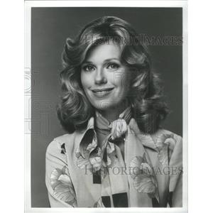 1975 Press Photo Swiss Family Robinson's Pat Delany Smiling Prettily For Camera