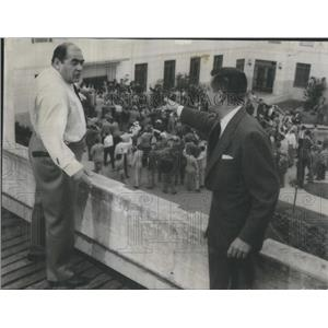 1955 Press Photo Glenn Ford Robert Middleton Mob Trial Film - RSC76863