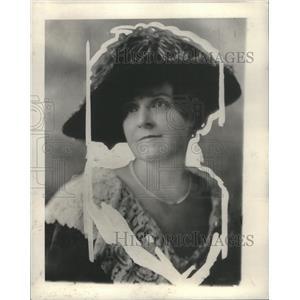 1927 Press Photo Mrs. Edgar Lee Masters Poses For Portrait - RSC79751