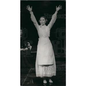 1973 Press Photo Mia Farrow Actress Play Three Sister's - KSB43017
