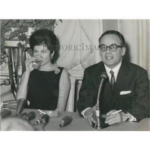 1963 Press Photo Princess Soraya With Producer Dino De Laurentiis Press Talks
