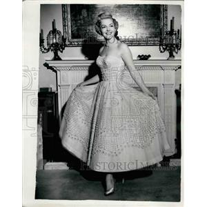 Press Photo Actress Vivien Blaine in a dress with a million pearls - KSB33431