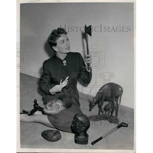 1953 Press Photo Actress Jeanne Crain, and her African souvenirs - KSB33407