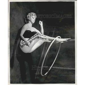 1958 Press Photo Actress Jose Boulton, Hula-Hoop - KSB05475