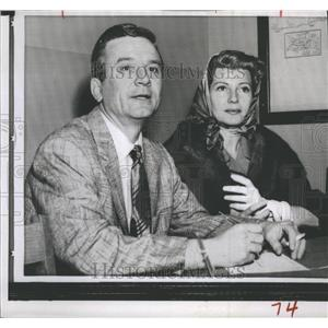 1958 Press Photo Film Producer James Hill Actress Rita Hayworth Marriage License