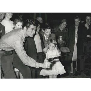 1959 Press Photo Hugh OBrien, Earp Family