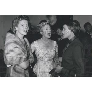 1955 Press Photo Cornell Borchers ,Hedda Hopper and Anneliese Friedmann-Schuller