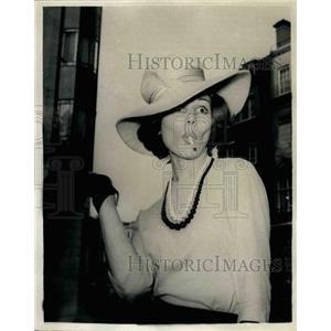 1961 Press Photo Paula Prentiss Actress Dorchester Hotel London - KSB38099