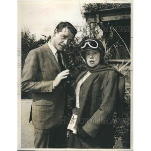 """1965 Press Photo Richard Crenna and Elsa Lanchester in Slattery's People"""""""