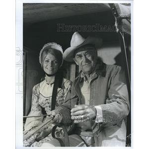 1970 Press Photo John McIntire Pamela McMyler Actors THE VIRGINIAN - RSH81247